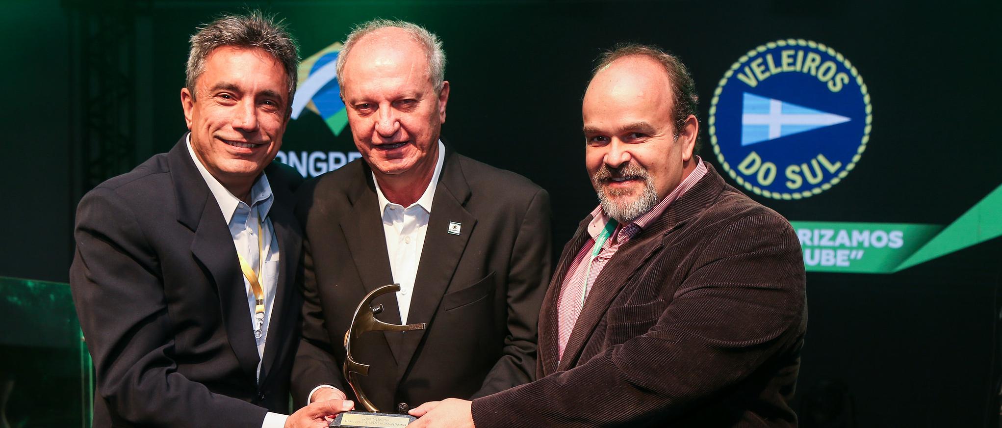 VDS TV recebe o Prêmio FENACLUBES na categoria Comunicação