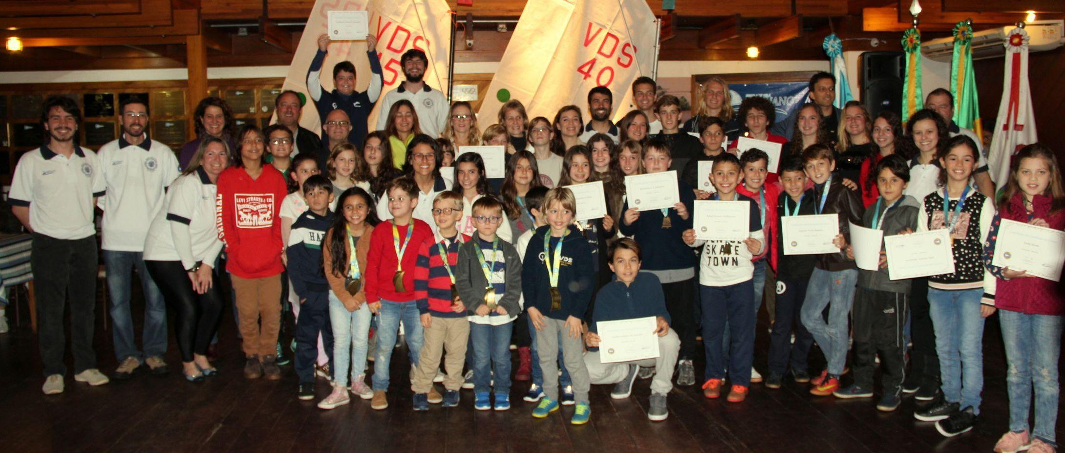 Diplomação da EVM reuniu alunos, pais, familiares e professores numa linda solenidade no Clube