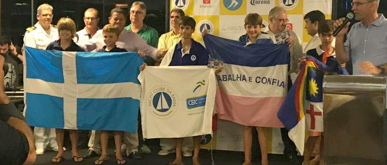 Flotilha Minuano leva títulos nas categorias e por Equipes no Brasileiro de Optimist em Salvador